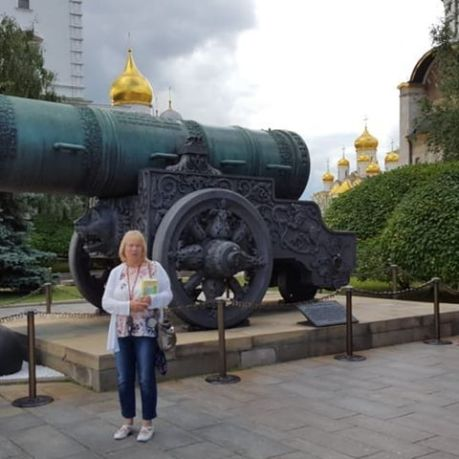 Gloria Clulow at REd Square with Tsar Canon.