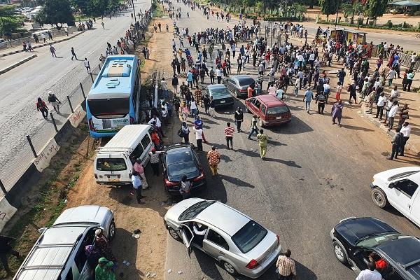 BREAKING: #ENDSARS protesters block Lagos-Abeokuta expressway