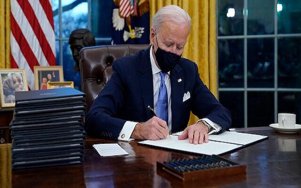 PHOTOS: President Biden resumes at Oval office