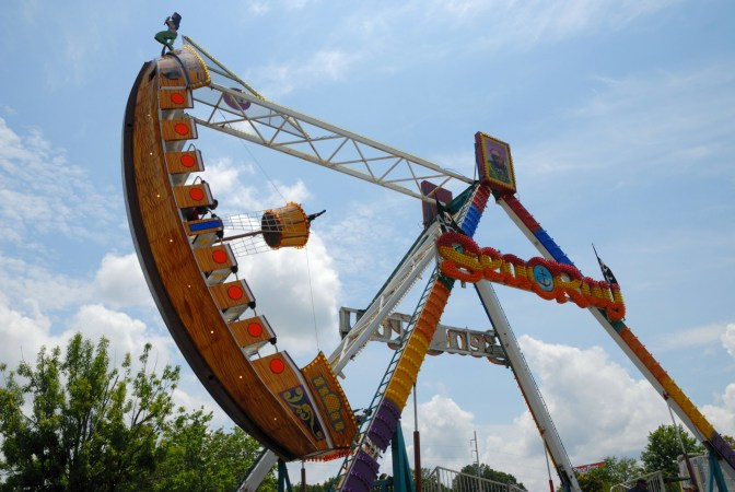 amusement-park-ride-1421329706hGZ