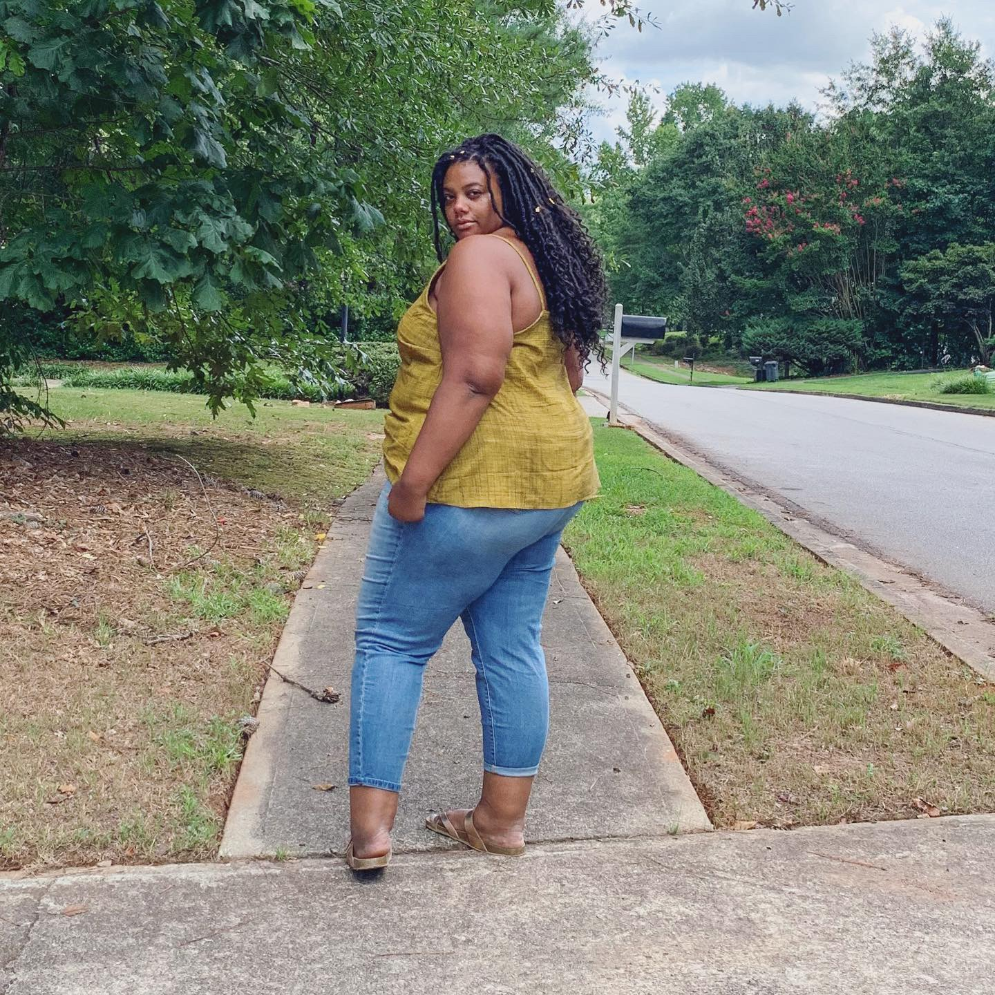 Sew Altered Style just came out with their first pattern, the Misty Cami. I tested it and loved it. So then I decided to hack it! See how to do it here.