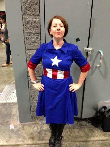Captain America USO Girl/Crossplay Captain America?
