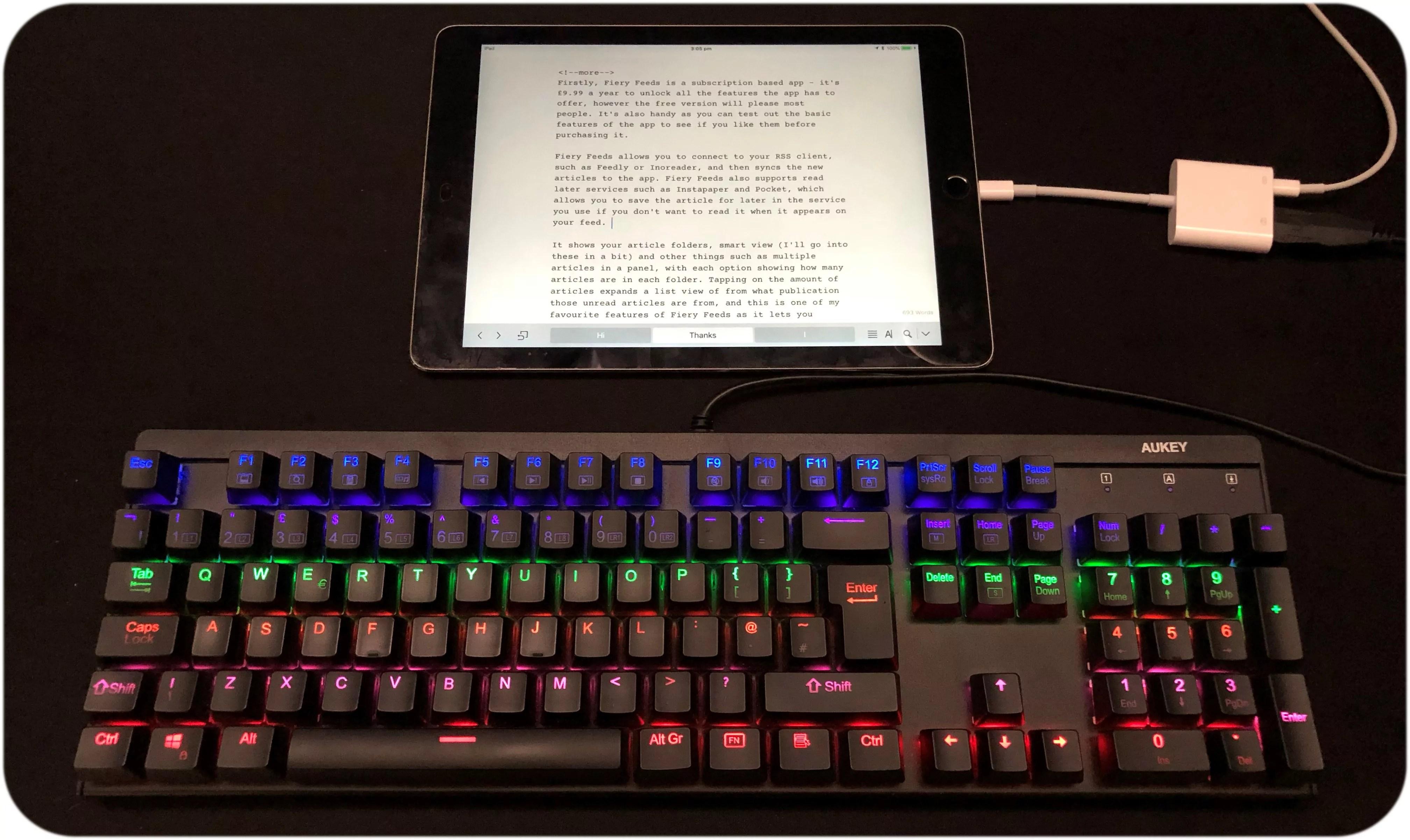 Can you hook up an external keyboard to an ipad