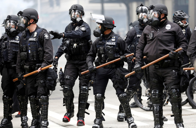 [REPORT] US Police In The #BLM Protests