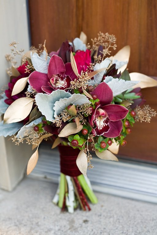 red-winter-wedding-flowers