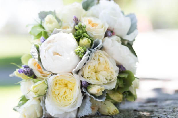 Day 12 of the 12 Days of Christmas Giveaway is a custom floral class from The Local Bouquet | The Newport Bride