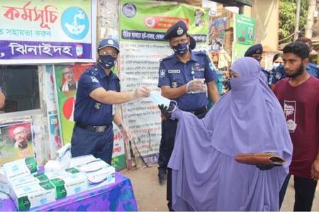 https://thenewse.com/wp-content/uploads/Jhenaidah-Police-mask-distribution.jpg