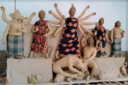 শার্শা-বেনাপোলে চলছে প্রতিমা তৈরি