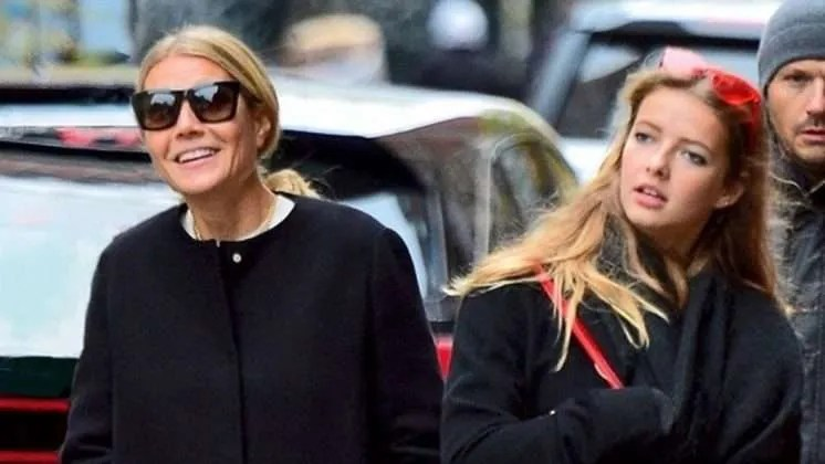 Gwyneth Paltrows daughter reacts as she poses nude on