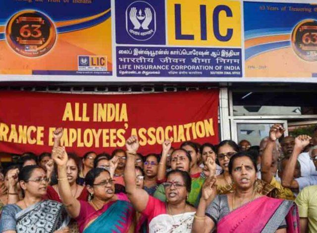 बैंकों के बाद LIC कर्मचारियों की हड़ताल, जानिए LIC के कर्मचारी क्यों कर रहे  है विरोध