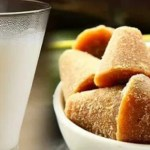 जोड़ों में दर्द के लिए दूध और गुड़ का सेवन अत्यधिक फायदेमंद है.