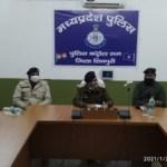 शिवपुरी पुलिस द्वारा एटीएम फ्रॉड के तीन अन्तर्राज्यीय आरोपी किए गिरफ्तार, महिला भी शामिल