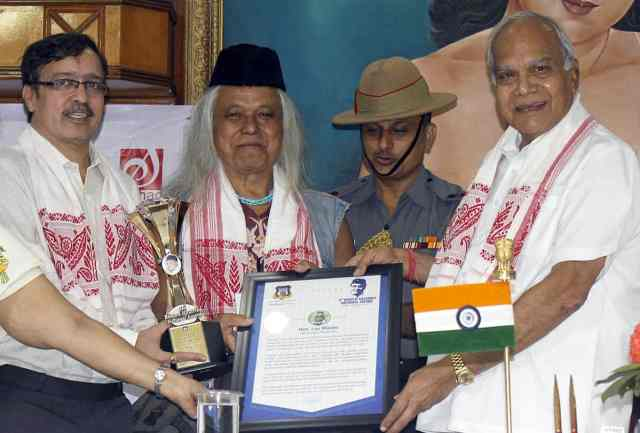 Lou Majaw receiving the 4th Dr. Bhupen Hazarika Award