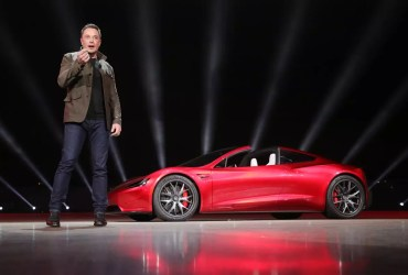 Elon Musk announces and apologized for the delay in rolling out of Tesla FSD beta software