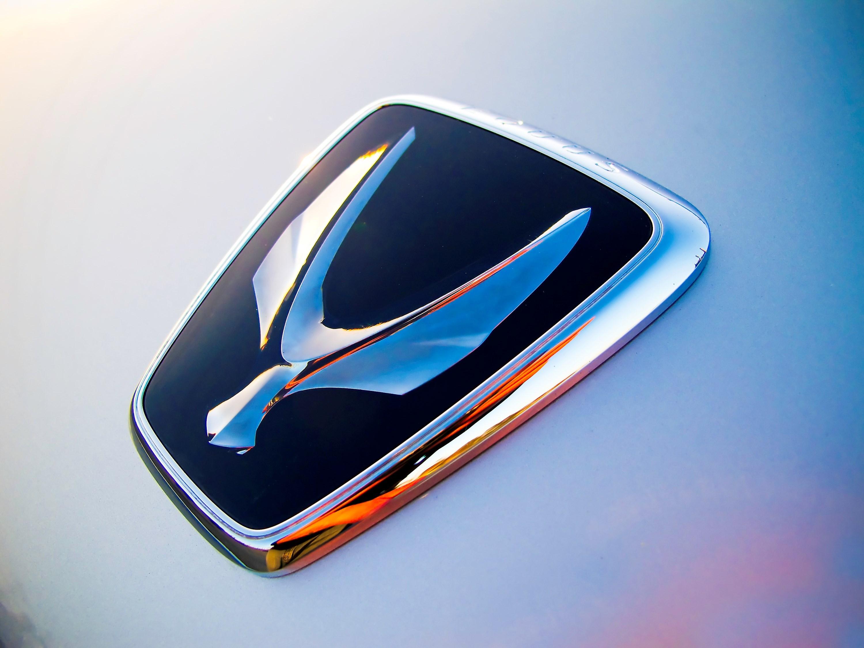 Behind The Badge The Forgotten Hyundai Equus Logo Amp Its Deceptive Design The News Wheel