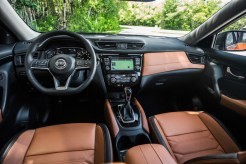 2018 Nissan Rogue int 2