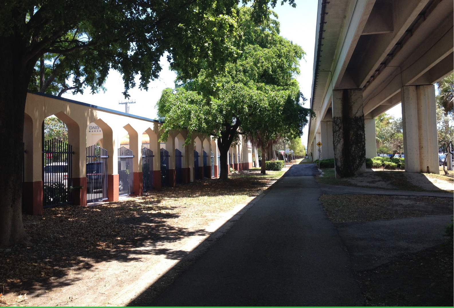 Existing corridor near southwest 24th Ave. (Courtesy of James Corner Field Operations and Friends of The Underline)