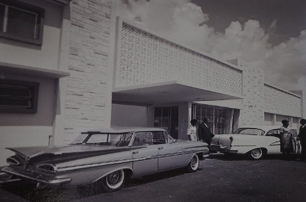 Cars outside of the Hampton House in the 1960s (Courtesy of the Hampton House)