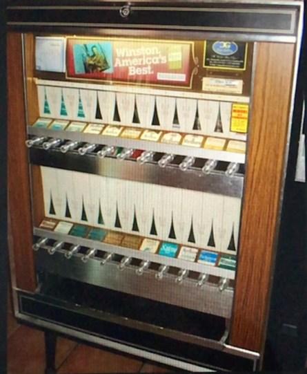 Old-fashioned type cigarette machine