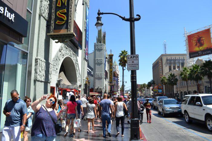 Noemí en el paseo de la fama de Los Angeles junto al Teatro Chino