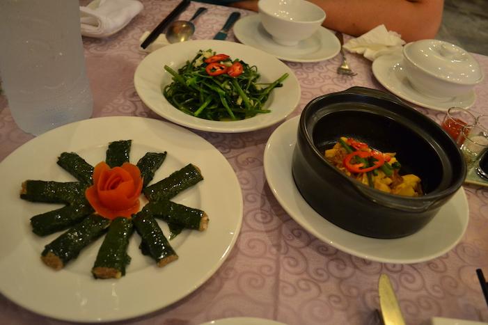 Comida en el restaurante Confetti en Hue