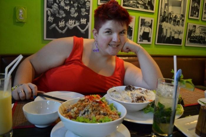 Comida en el restaurante KOTO (que hacer en Hanoi)