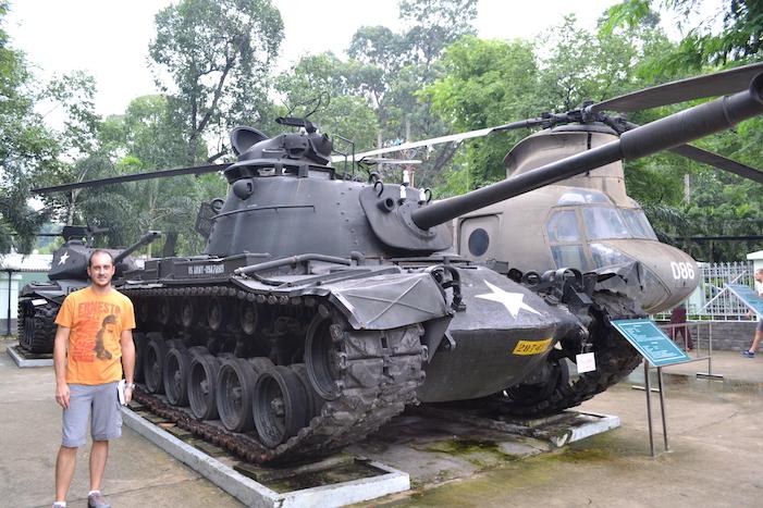 Carro de combate en el exterior del Museo de Recuerdos de Guerra