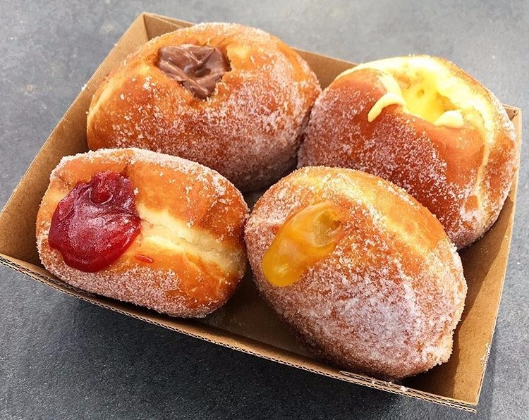 donut-kitchen-mixed-filled-in-box.jpg