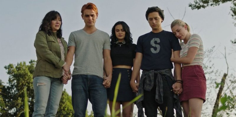 riverdale-shannon-doherty-luke-perry