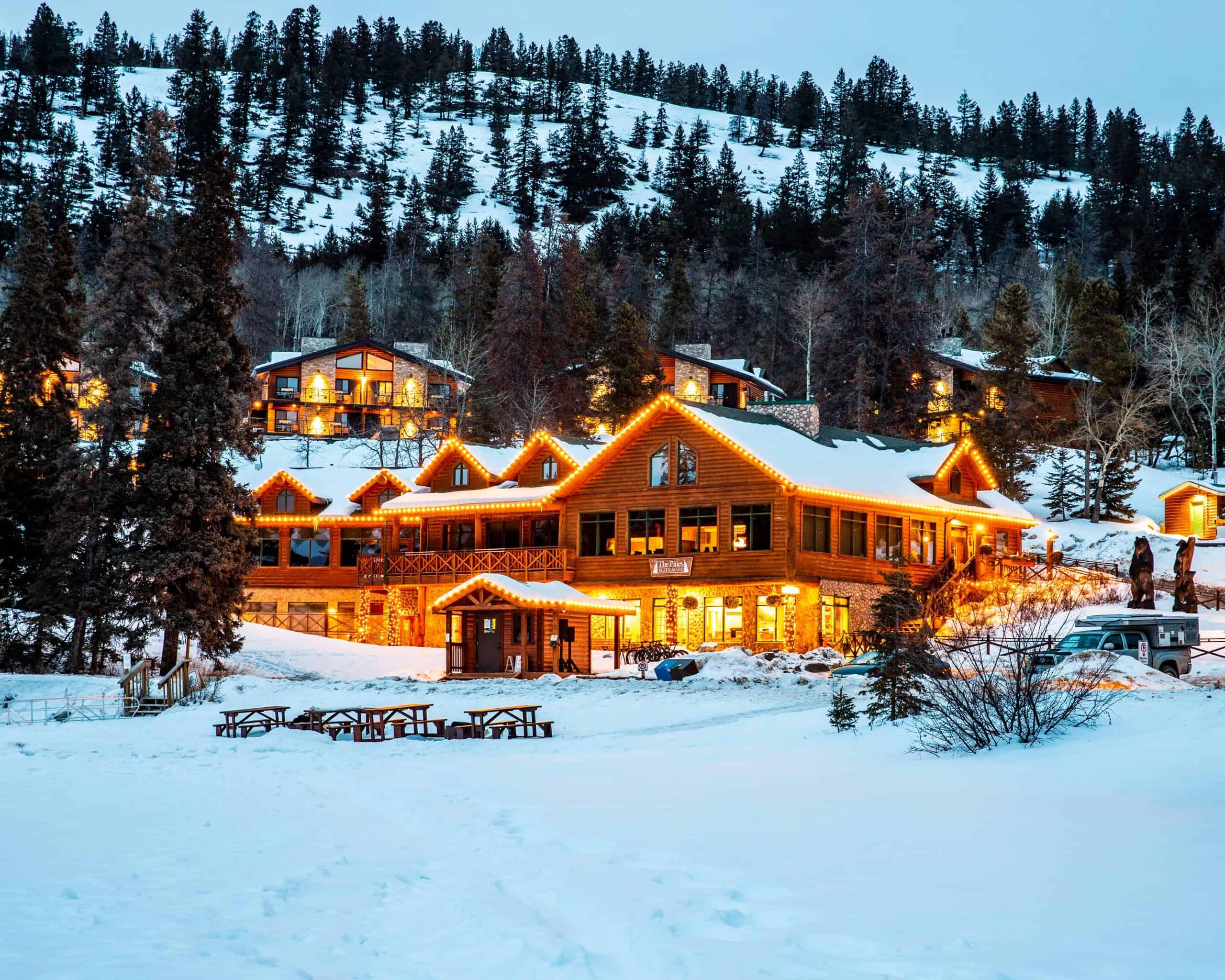 Pyramid Lake Resort in Jasper in Winter