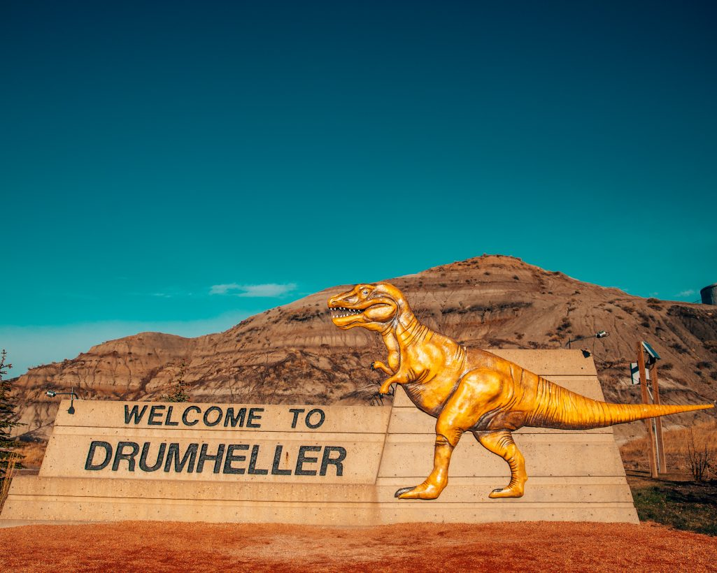 Welcome to Drumheller Sign with Dinosaur