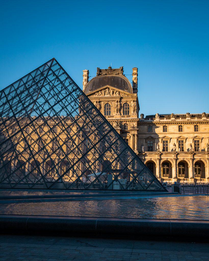 Paris Louvre Couple Travel Destination