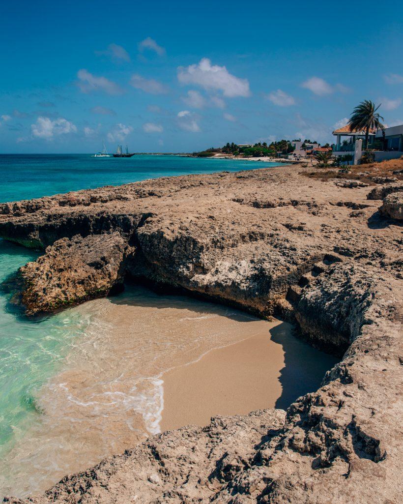 Tres Trapi Steps Beach Aruba