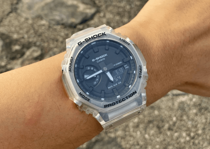 "GA-2100SKE-7ADR ""CasiOak"" on the wrist"