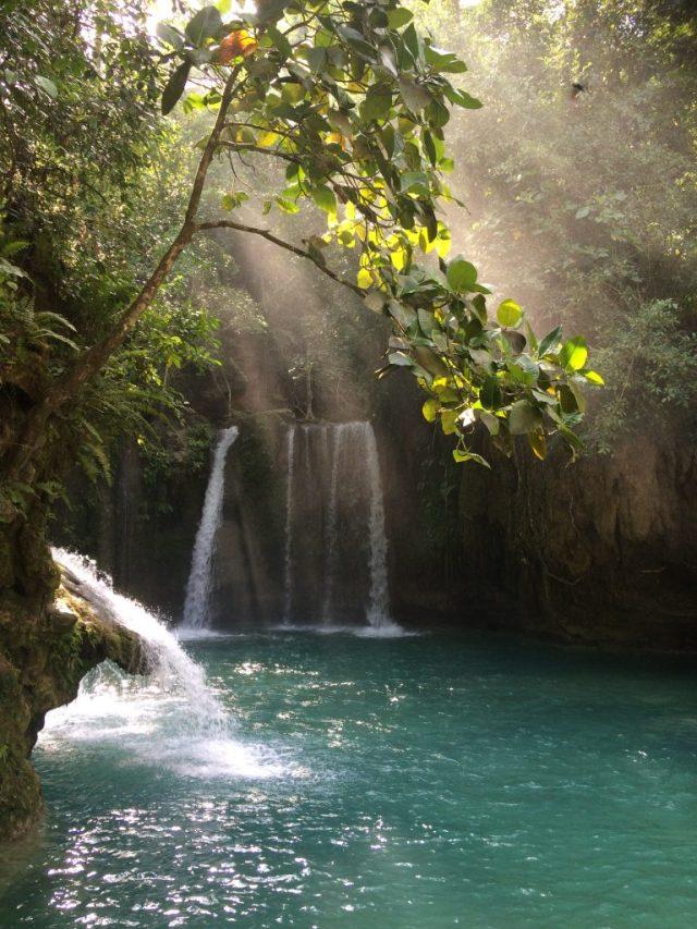 canyoneering in cebu kawasan falls swimming