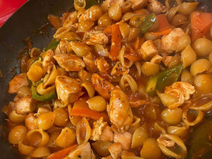 Mediterranean Chicken Conchiglie In Pan