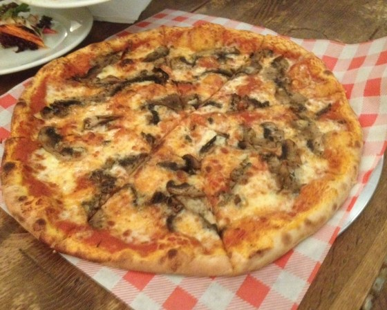 Mushroom Pizza at Oscar and Rosies