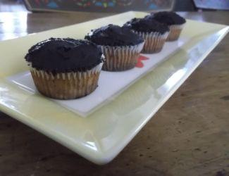 NE_Paleo vanilla cupcakes_yellow