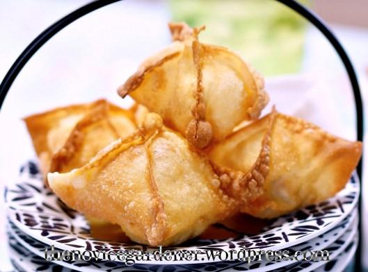 fried cheese wontons | fiestafriday.net