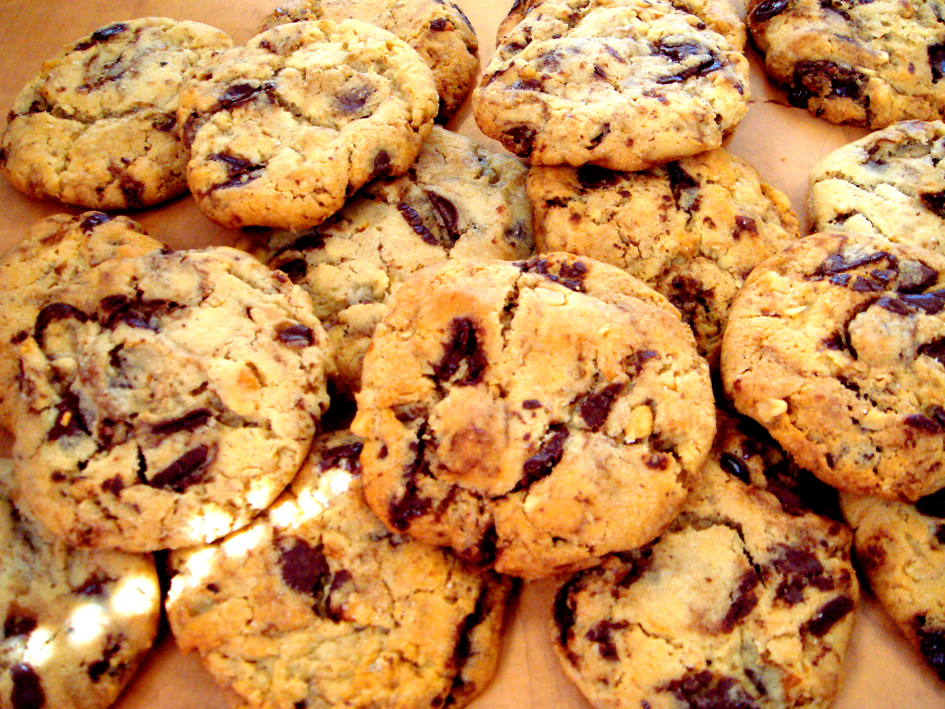 CHOCOLATE CHIP/CHUNK COOKIE - The Novice Housewife