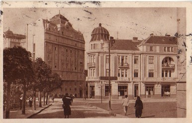 Old facade, with a dome which burnt down in 1929