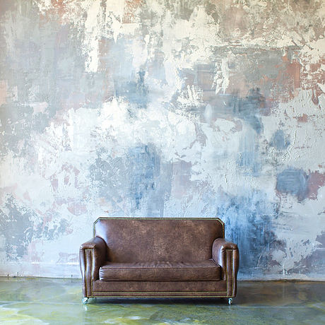 A brown leather couch: a seat to sit in during OCD & Anxiety therapy in California with Lauren Rosen, LMFT.