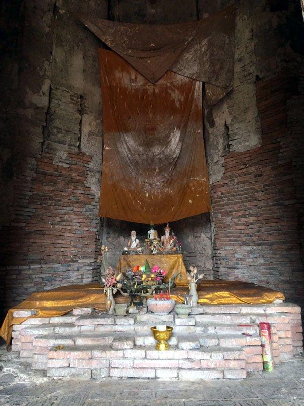 Ayutthaya - Wat Chaiwatanaram inside