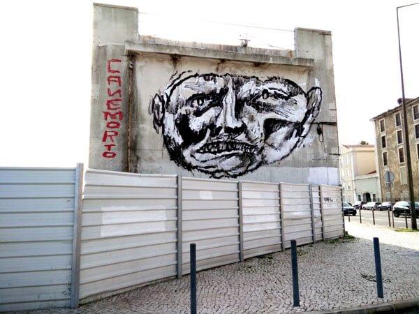 Portugal - Lisbon Street Art Cane Morto face