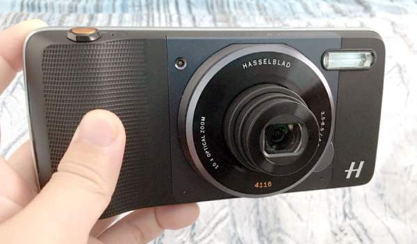 Moto Z Play and Hasseblad True Zoom Mod Front
