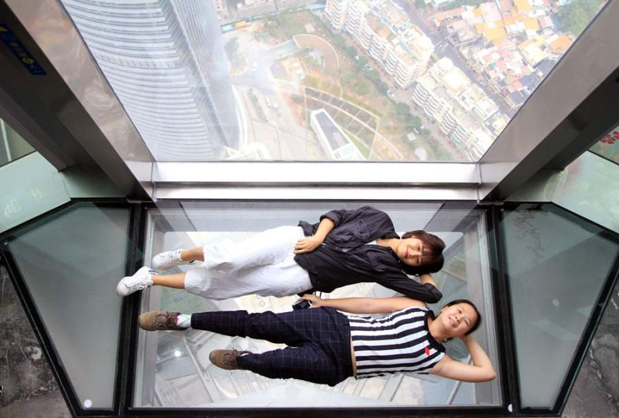 Xiamen Above Clouds Glass Floor Lying Down