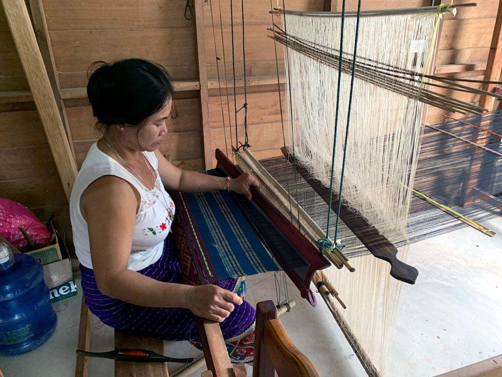 Laos Ban Phontan Weaver