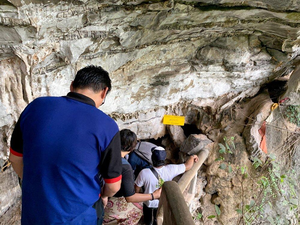 Laos Thakhek Tham Pa Fa Buddha Cave Entrance