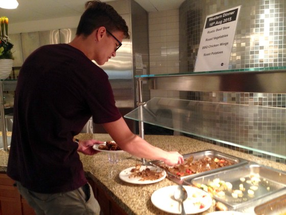 Diners serve themselves food in the new dining hall (Regina Marie Lee)
