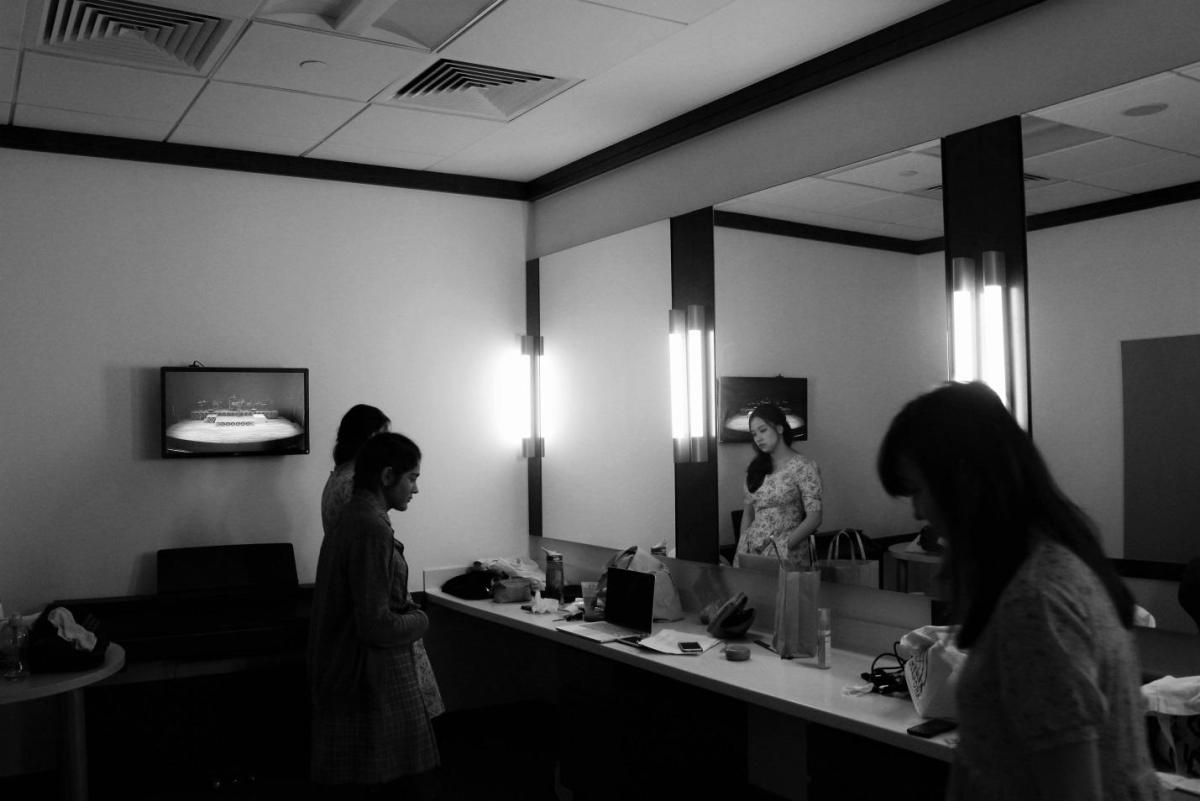 Intense preparations in the dressing rooms, before the rehearsal.